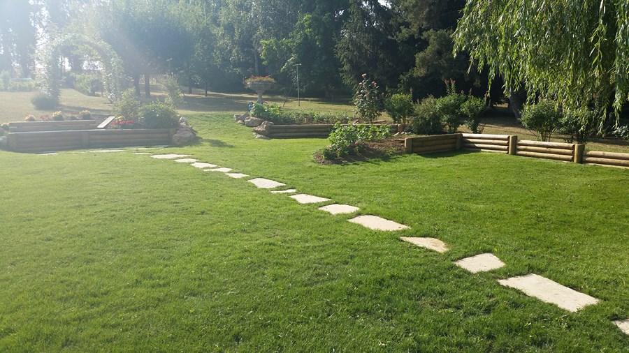 Muret de jardin en bois trait for Muret bois jardin