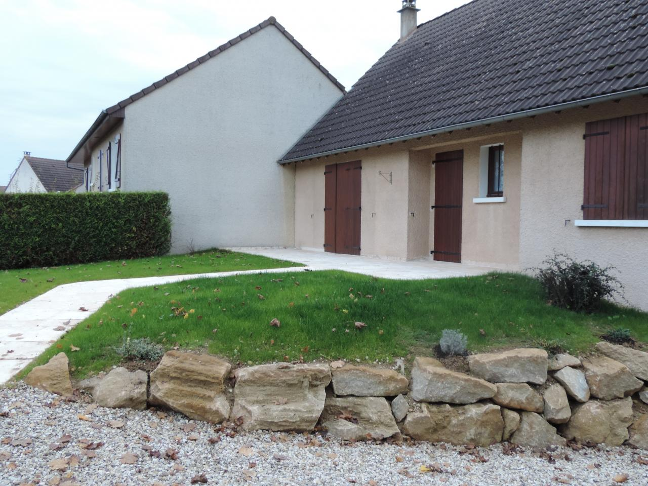 All e donnant sur une terrasse en pierre reconstitu e - Terrasse en pierre reconstituee ...